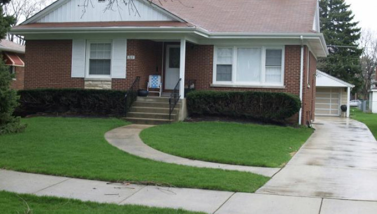 703 manchester ave, westchester, il 60154