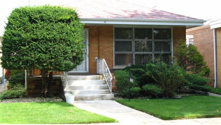 8843 s paxton ave, chicago, il 60617