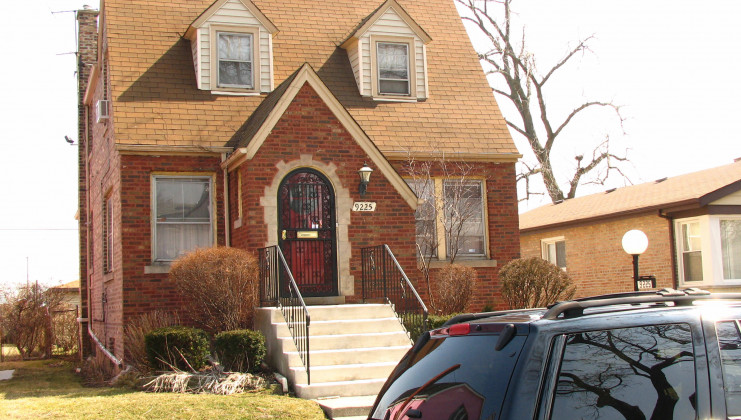 9225 s lowe ave, chicago, il 60620